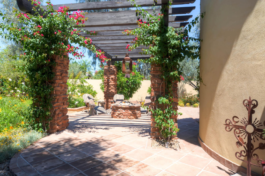 5306 east Grovers Scottsdale-large-006-Front Patio-1500x1000-72dpi